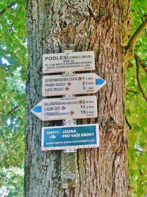 """Podlesí - turistický rozcestník """"Podlesí(obec,bus), 625 m.n.m."""""""