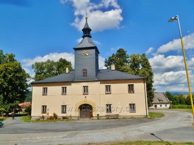 Podlesí - bývalá radnice. Obec založil roku 1598 Bernard ze Žerotína a již v roce 1612 byla povýšena na městečko.