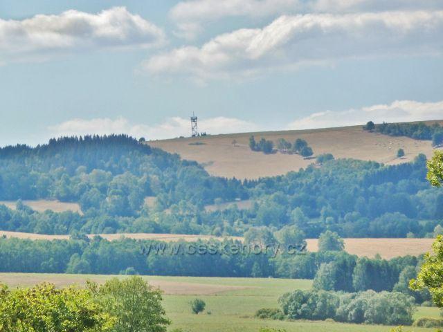 Podlesí - pohled na rozhlednu Val nad Hedečí