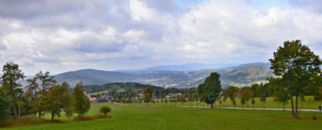 Pohled do údolí na Příchovice a Tanvald
