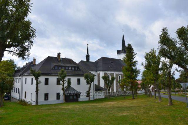 Příchovice-kostel sv.Víta a fara