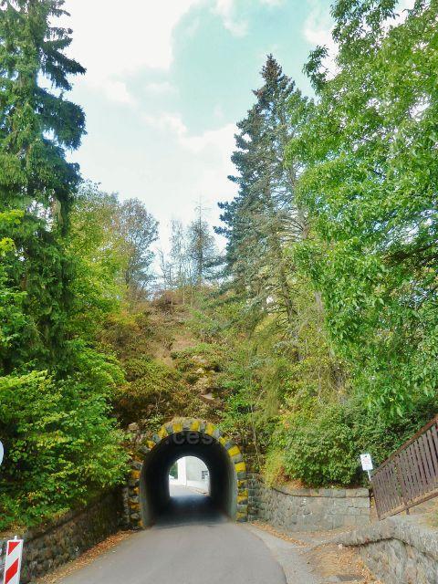 Přehrada Seč - zřícenina hradu Vildštejn nad tunelem