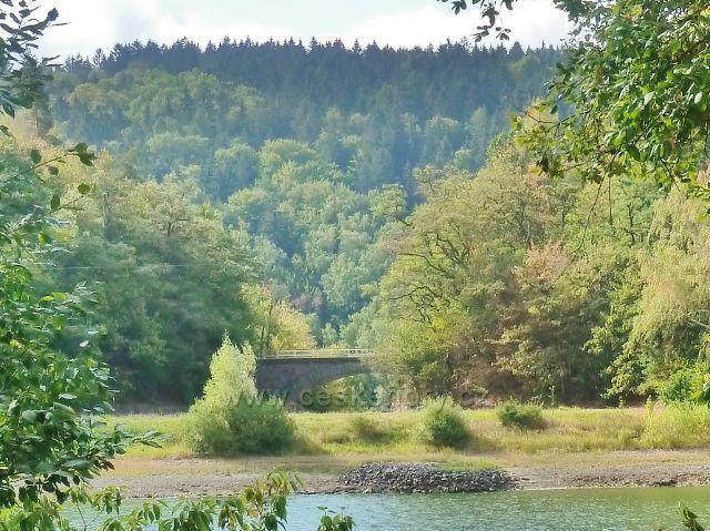 Přehrada Seč - silniční mostek nad nouzovým přepadem