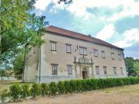 Seč - zámek zn roku 1577 je sídlem Městského úřadu