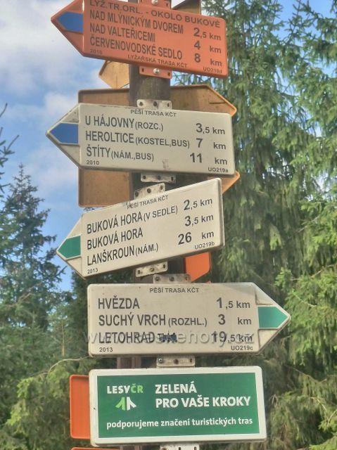 Suchý vrch - turistický rozcestník na Červenovodském sedle