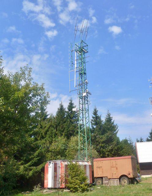 Suchý vrch - radioamatérská komunikační věž na vrcholu Suchého vrchu