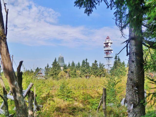 Suchý vrch a jeho tři dominanty - Kramářova chata,rozhledna a telekomunikační věž