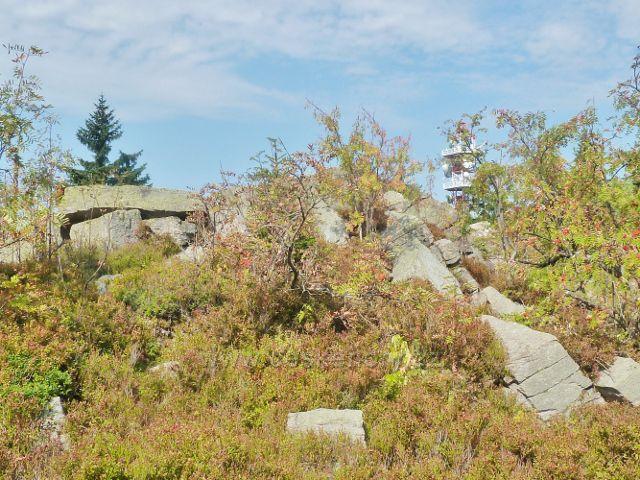 Suchý vrch - mrazový srub na vrcholu Suchého vrchu je současně místem dalekého výhledu