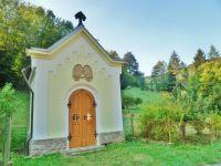 Litice - kaple Krista Dobrého Pastýře z roku 1897 postavená Oskarem Parischem a jeho manželkou,což dokazují jejich rodové erby ve štítu kaple