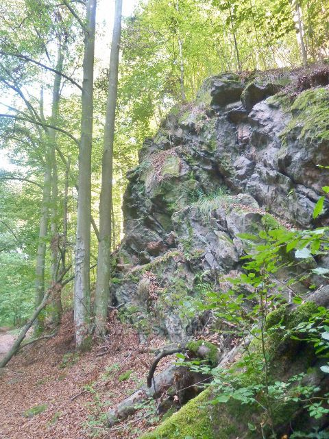 Brná - skalní výhoz nad cestou Dr.Guta Jarkovského