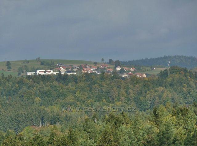 Bystřec - pohled z cyklostezky z Jablonného n.O. na horní část Sobkovic