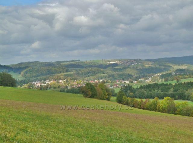 Bystřec - pohled z Cikánského kopce do Jablonské kotliny a na Sobkovice