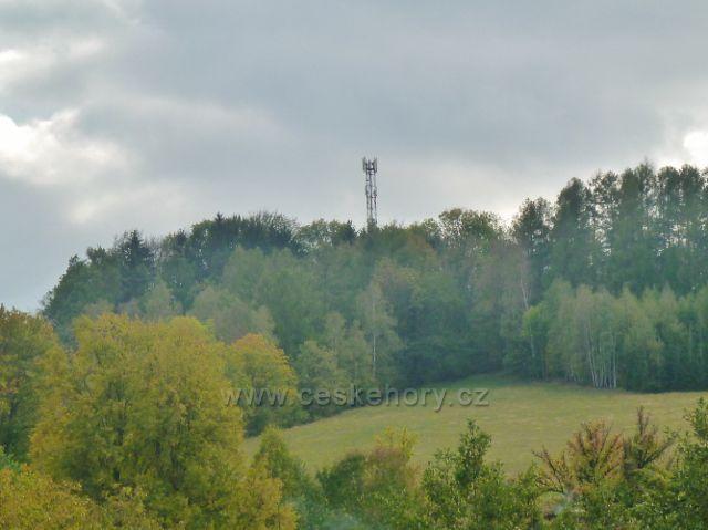 """Bystřec - telekomunikační věž na vrchu """"Na Vartě"""" (588 m.n.m.)"""