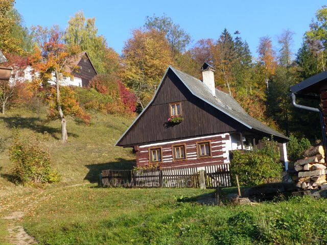 Petrovičky - roubená chalupa nad Skiparkem