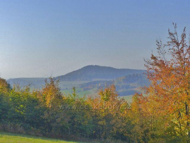 Petrovičky - pohled k vrchu Studený(721 m.n.m.)