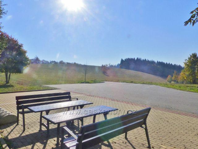 Petrovičky - pohled z parkoviště u hraničníhob přechodu do Polska na Přední hraniční vrch(722 m.n.m.)