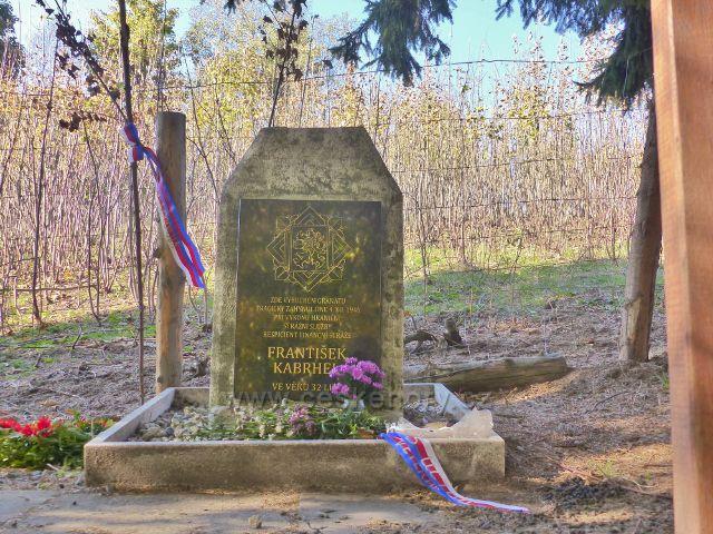 Petrovičky - památník tragické smrti příslušníka finanční stráže Františka Kabrhela v roce 1946