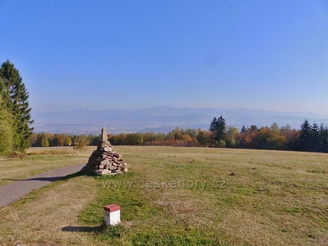 Petrovičky - pohled z rozhledového místa před Kašparovo chatou do Kladské kotliny