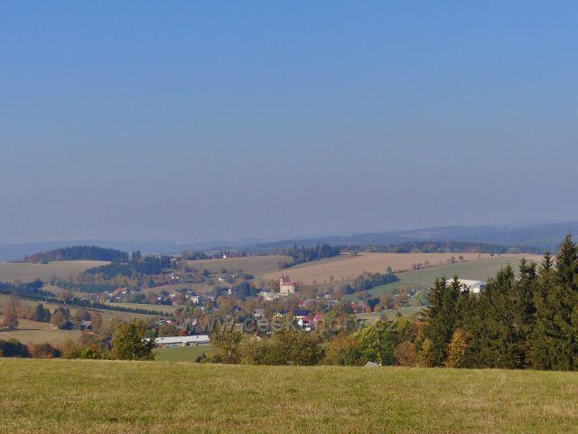 Petrovičky - pohled z hřebenové cesty nad Kašparovo chatou na České Petrovice