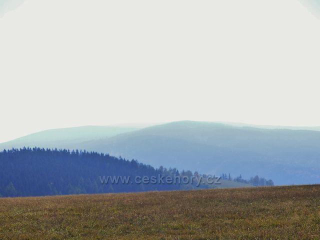 Petrovičky - pohled z hřebenovky nad Kašparovo chatou  k masívu Králického Sněžníku
