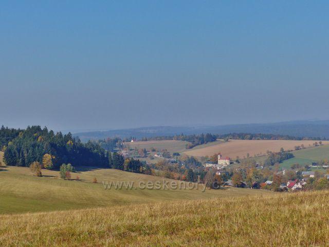 Petrovičky - pohled z hřebenovky nad Kašparovo chatou na České Petrovice