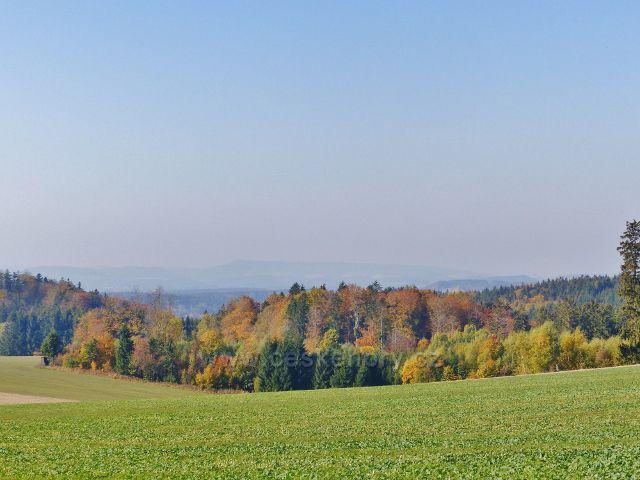 Vlčkovice - pohled ze sedýlka pod Kostelním vrchem