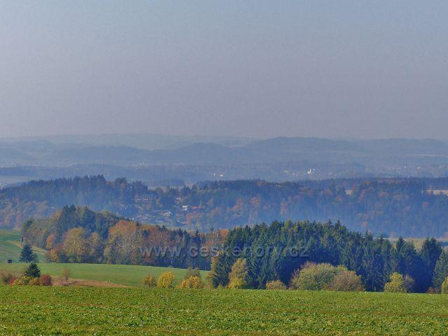 Vlčkovice - pohled z Kostelního vrchu k Pastvinám a k Žamberku