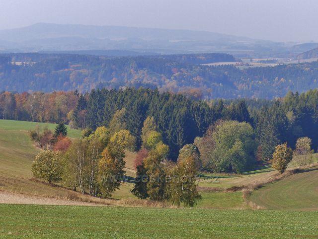 Vlčkovice - pohled z Kostelního vrchu na hřeben Chlumu nad Záchlumím