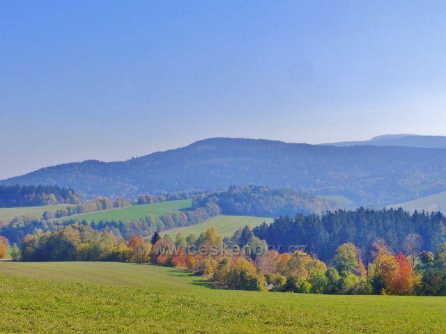 Vlčkovice - pohled z Kostelního vrchu na Vysoký kámen a Boudu