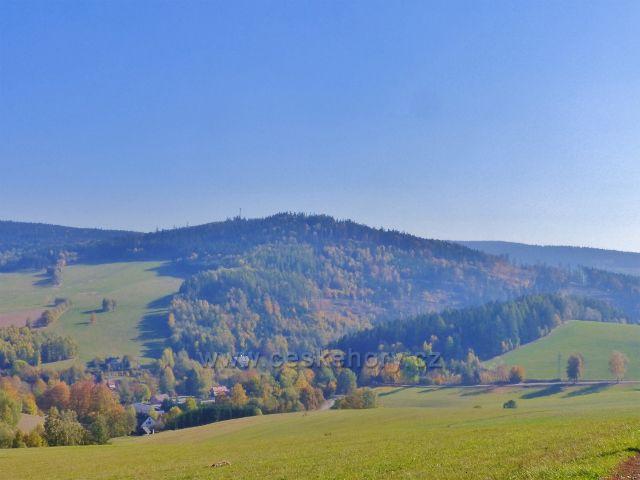Vlčkovice - pohled na Hejnov (711 m.n.m.) z úbočí Studeného
