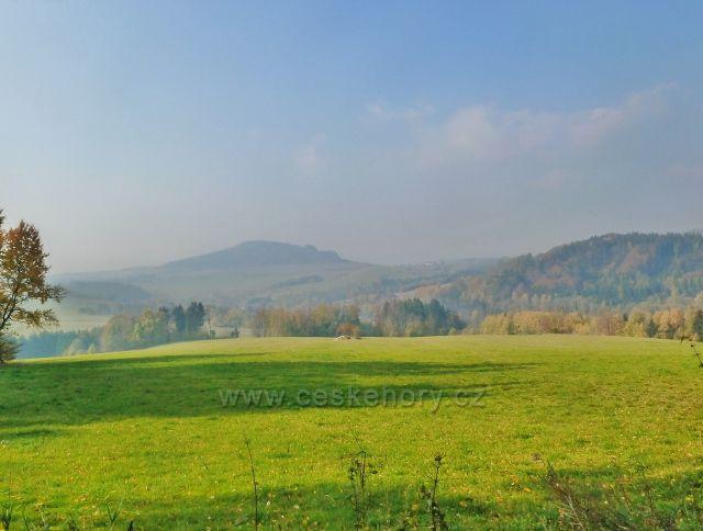 Mladkov - pohled k vrchu Studený od bývalých lesních školek