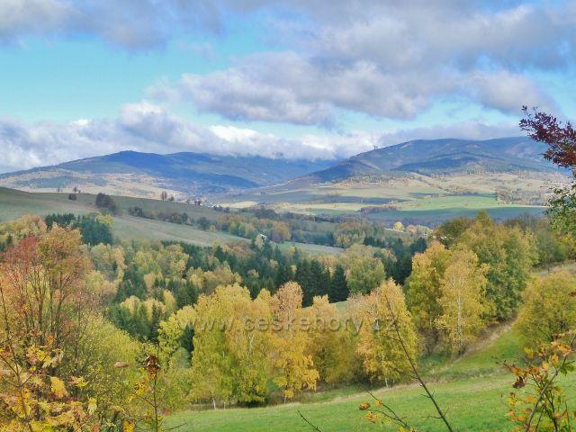 Zlatý Potok - pohled k Dolní Moravě a masivu Králického Sněžníku nad ní