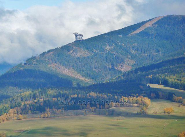 Zlatý Potok - pohled na Stezku v oblacích na úbočí vrchu Slamník(1233 m.n.m.) na okraji masívu Králického Sněžníku