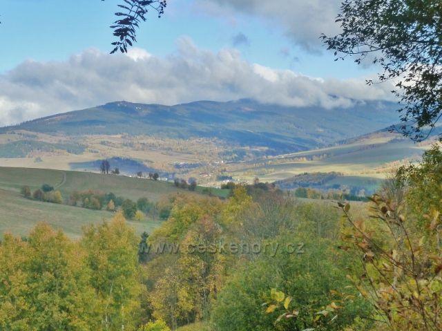 Zlatý Potok - pohled k Dolní Moravě a okrajové části masivu Králického Sněžníku
