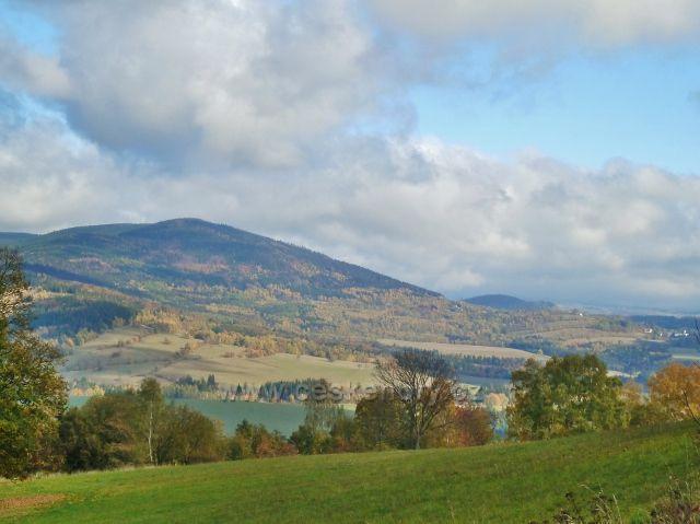 Zlatý Potok - pohled na Sviní horu(1074 m.n.m.) nad Vojtíškovem