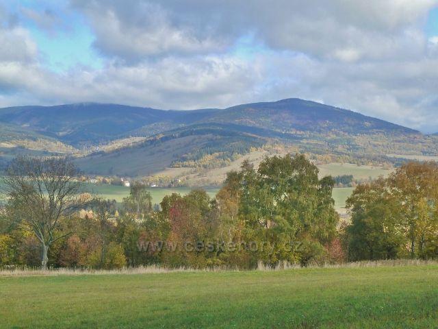 Zlatý Potok - pohled na Malou Moravu a Sviní horu(1074 m.n.m.)