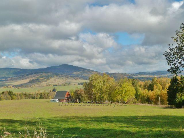 Zlatý Potok - pastviny nad obcí