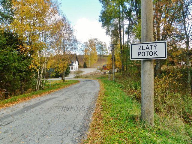Zlatý Potok - místní tabule v jižní(horní)   části obce