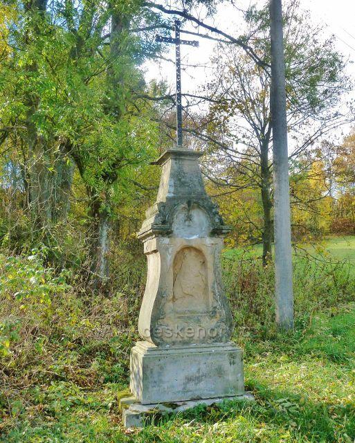 Zlatý Potok - křížek u silnice v horní(jižní) části obce