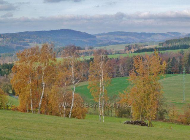 Pohled z úbočí Cikánského kopce k Mladkovské vrchovině