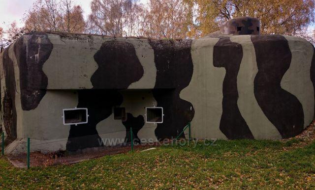 """betonová hranice Pěchotní srub K-S 8""""U nádraží"""""""