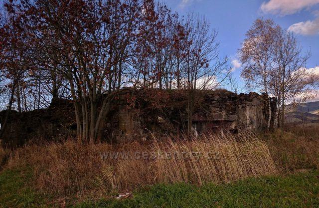 """betonová hranice Pěchotní srub K-S 7 """"U vesnice"""""""