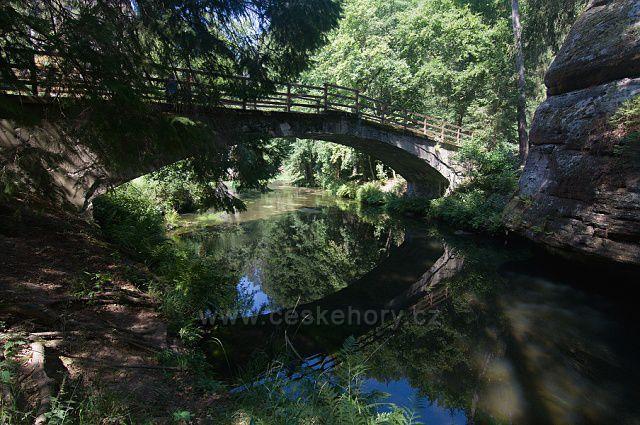 Starý betonový most přes Kamenici u Dolského mlýna