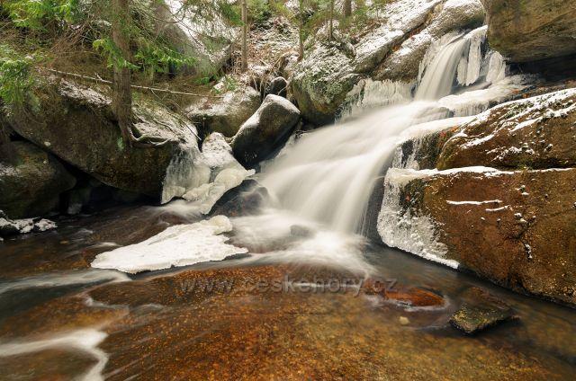 Krásný vodopád na říčce Černá Desná.