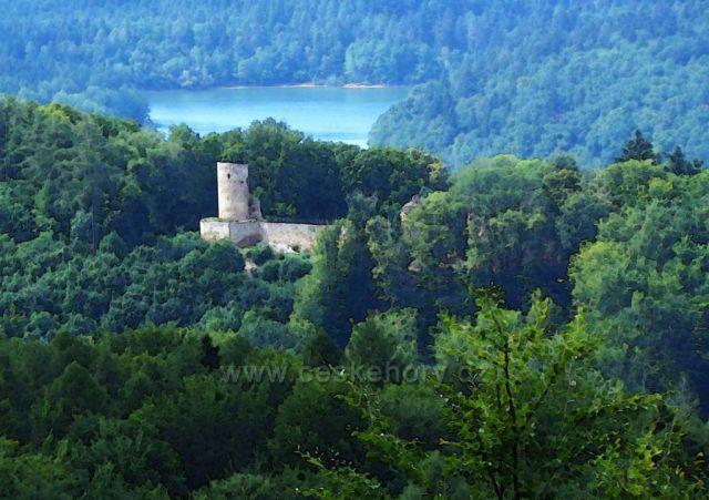 Hrad Cimburk nad přehradou