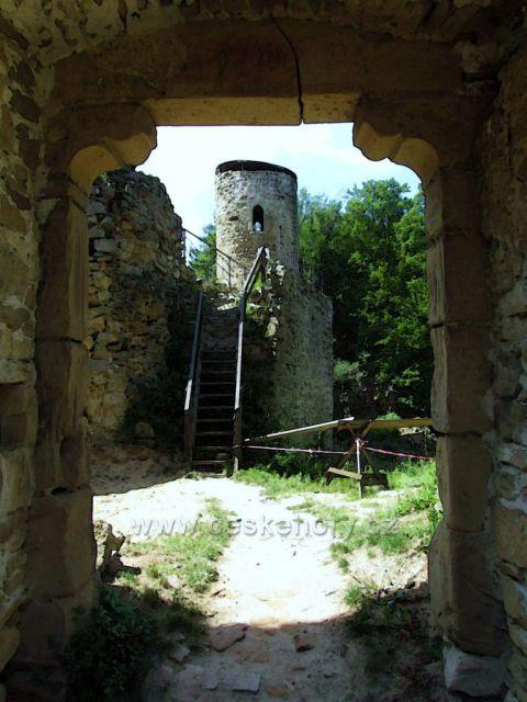 pohled na část hradu Cimburk