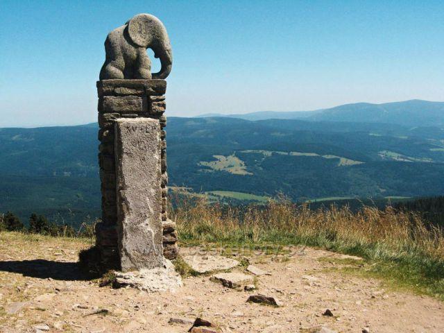 symbol turistů slon na vrcholu Kralického Sněžníku