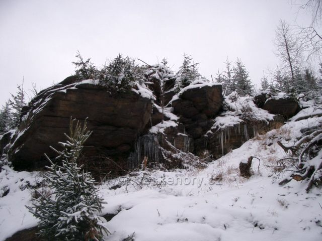 Celná - skaliska podél potoka