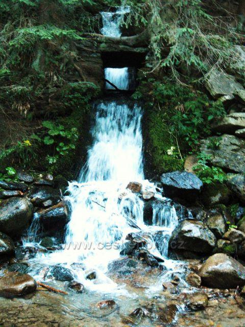 Vodopád cestou do údolí po Kralickým Sněžníkem
