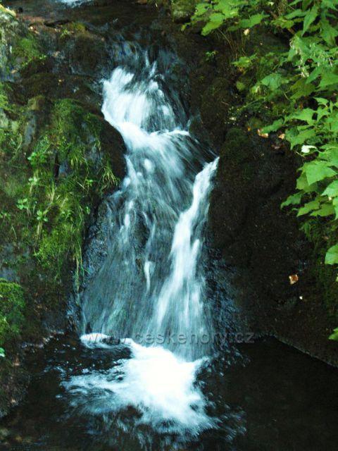 Vodopád cestou do údolí pod Kralickým Sněžníkem